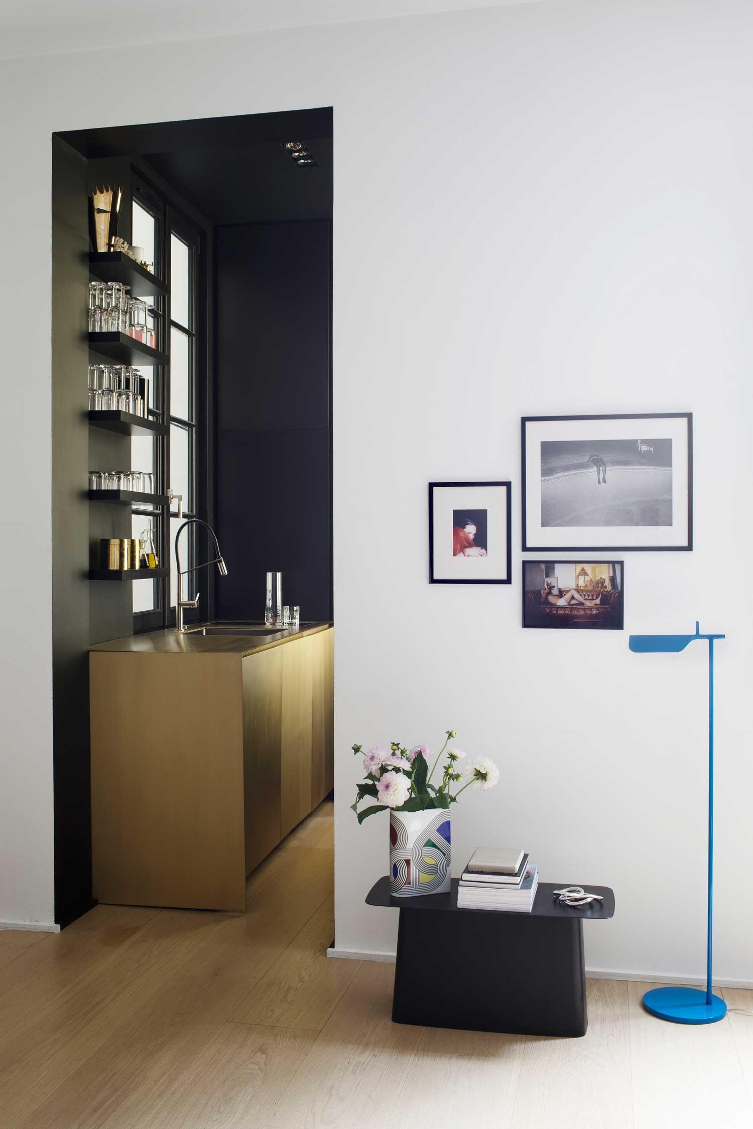 Du laiton dans la cuisine : bling ou mat ? | Rodolphe Parente, Appartement 108 Paris