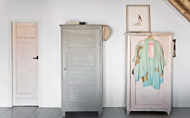 Grange rénovée par les architectes néerlandais Ina Matt, rénovée // Vieilles armoire relookées