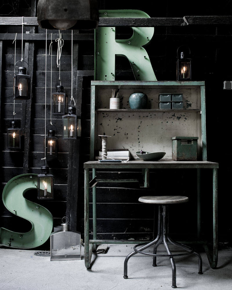 le charme des vieux meubles bruts. Black Bedroom Furniture Sets. Home Design Ideas