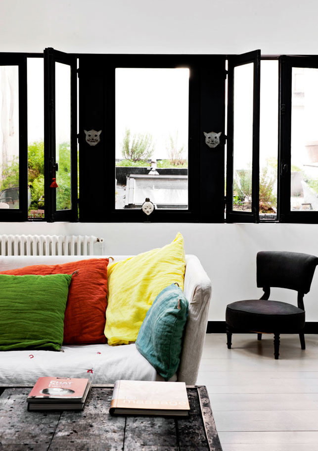 Le loft de Karine Simonot qui joue sur la couleur à Paris