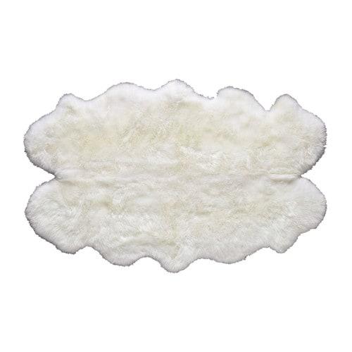 https://www.turbulences-deco.fr/wp-content/uploads/2015/06/Maison-du-monde_tapis-en-peau-de-mouton-ivoire-110-x-180-cm.jpg