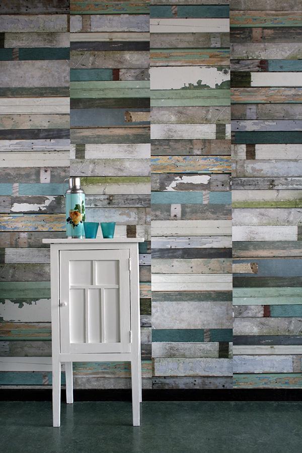 Sélection de papiers-peints en trompe-l'œil    Sélection de papiers-peints en trompe-l'œil    Studio Ditte - Scrapwood wallpaper green