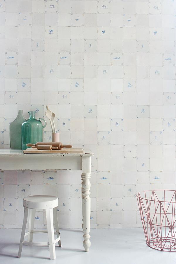 Sélection de papiers-peints en trompe-l'œil || Studio Ditte - Tiles wallpaper antique