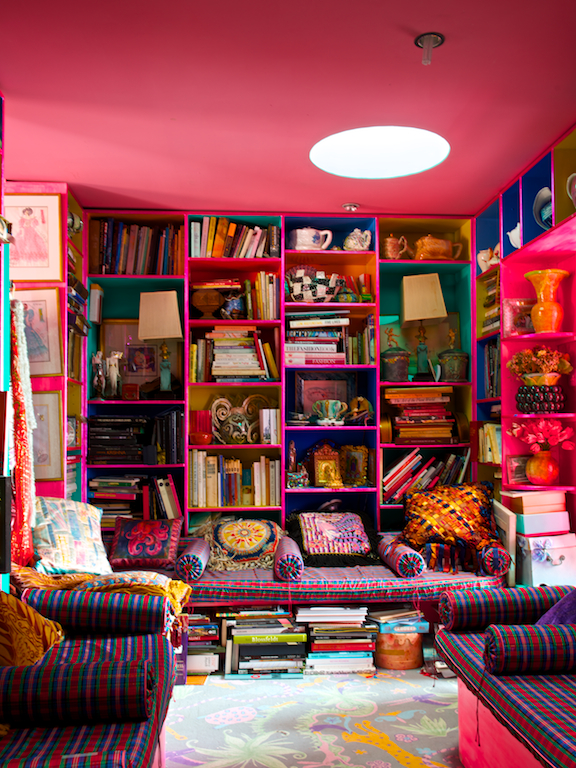 L'intérieur de la designer Zandra Rhodes || Ultra bohème, ultra couleur