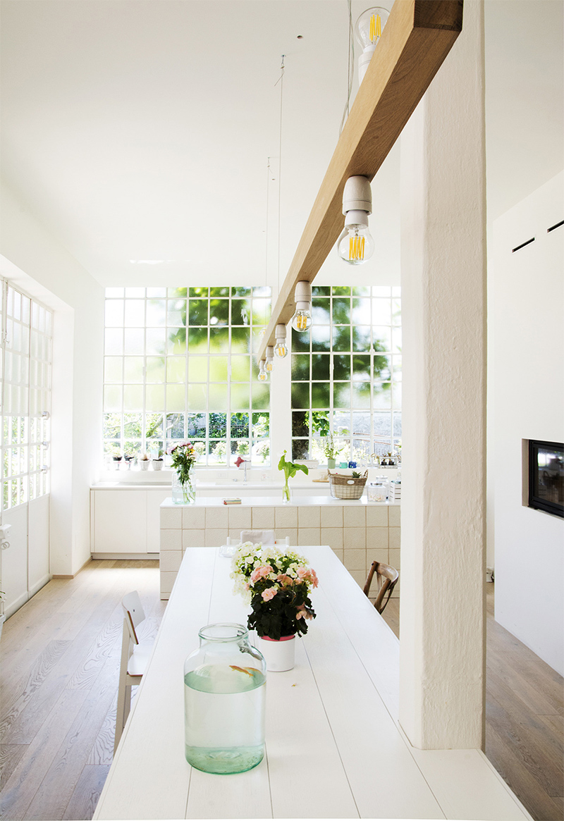 Le pouvoir réflecteur du blanc en décoration intérieure sur Turbulences Déco // Design intérieur: Archiplan studio - Projet Casa Errepi, maison en Lombardie
