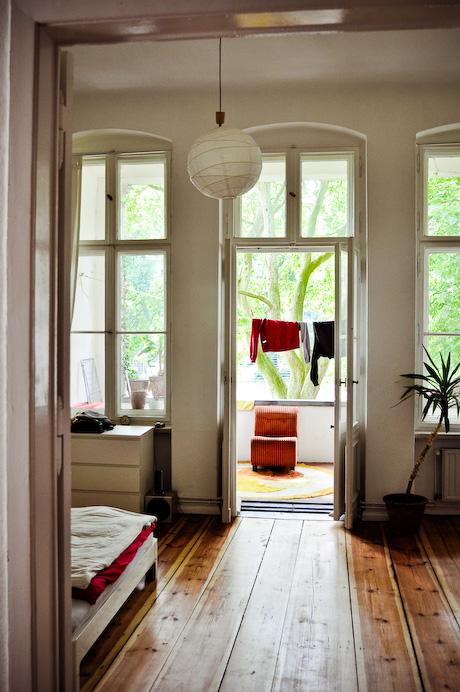 fen tres sur cours. Black Bedroom Furniture Sets. Home Design Ideas