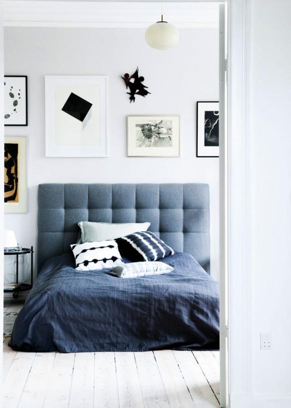Une chambre style scandinave à la tête de lit bleue