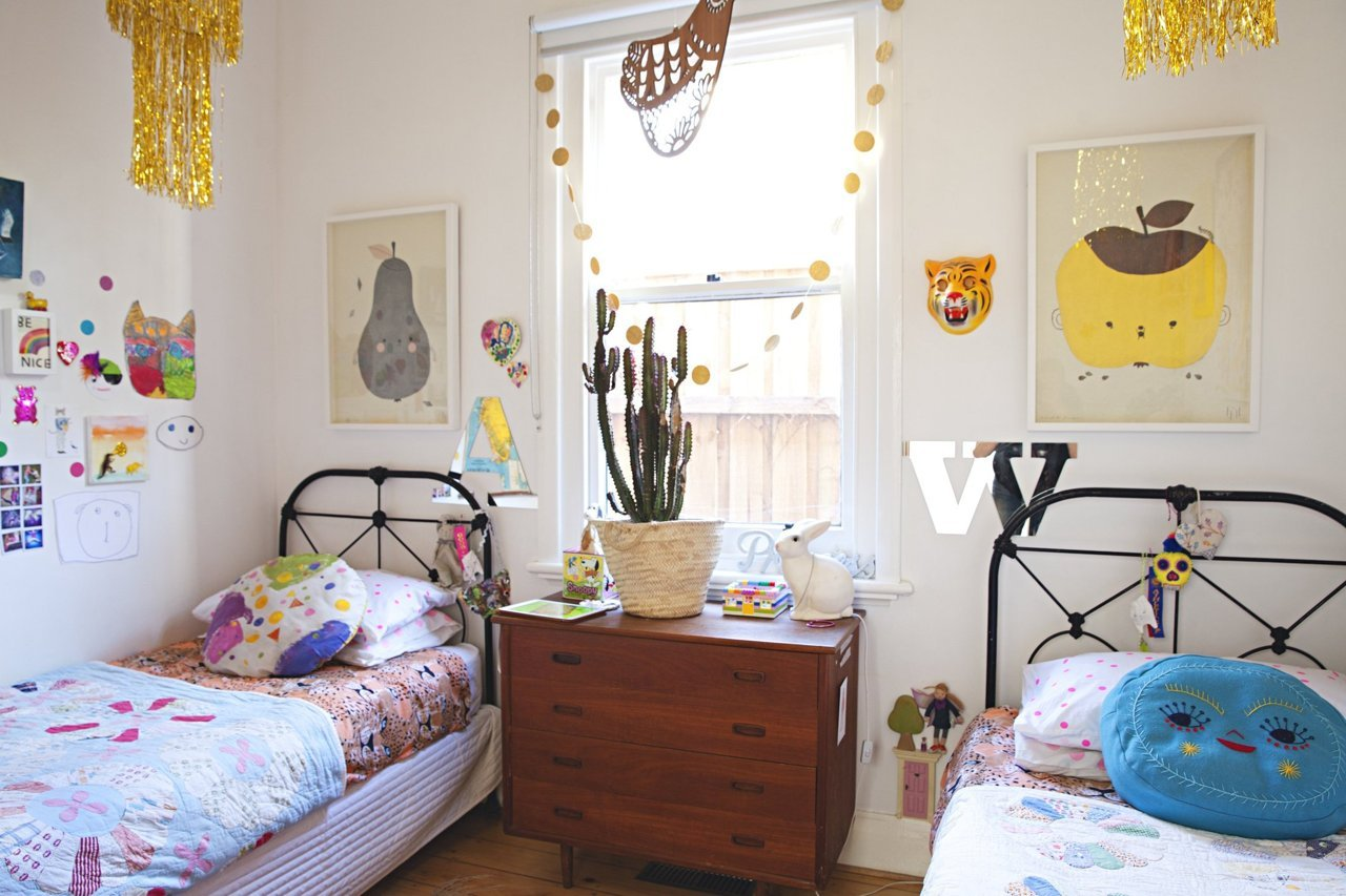 madeleine-karls-colorful-and-creative-family-home_14