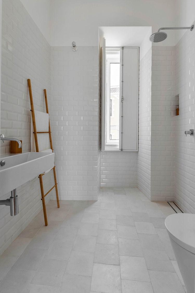 La salle de bain se met en scène || L'intérieur de José Andrade Rocha
