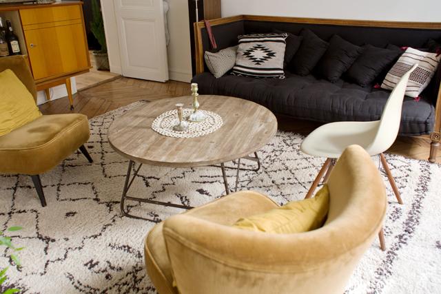 Laure, Paris 18eme via Insidecloset || #tapis #ethnique #Beni #Ouarim #noir&blanc