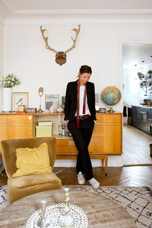 Laure, Paris 18eme via Insidecloset || #enfilade #scandinave #fauteuil #coktail #moutarde