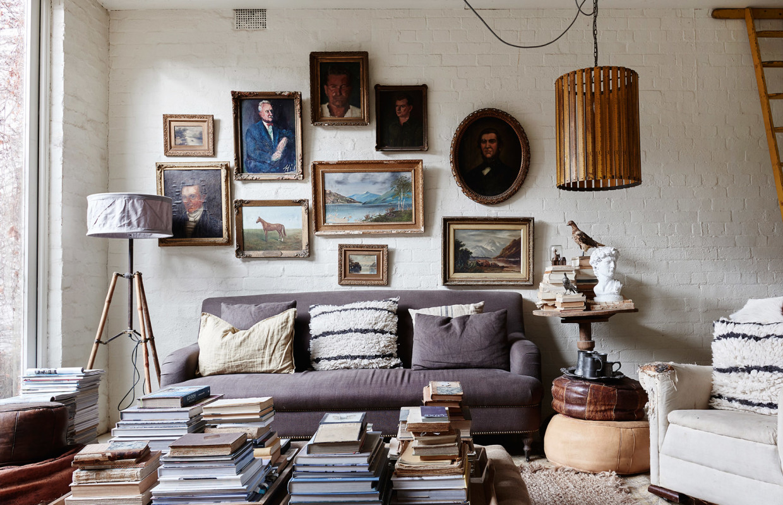 La maison de Lynda Gardener via thedesignfiles || #accrochage #portraits #tableaux #anciens