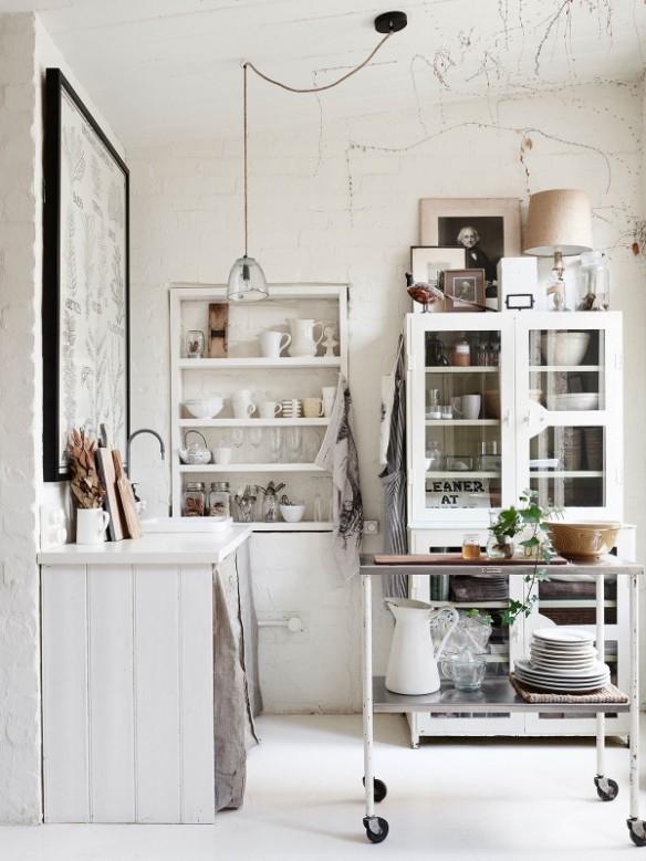 La maison de Lynda Gardener via thedesignfiles || #micro #cuisine #blanc