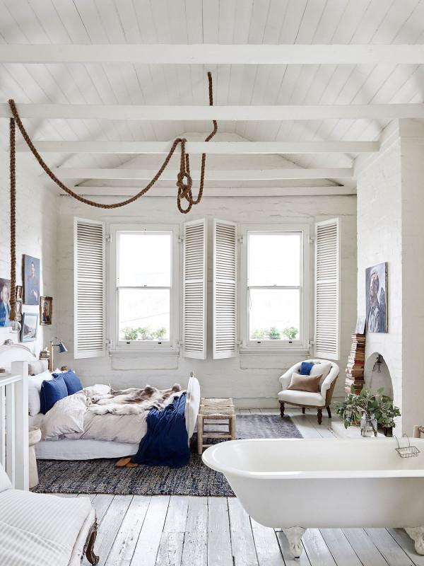 La maison de Lynda Gardener via thedesignfiles || #chambre avec #baignoire