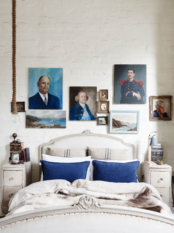 La maison de Lynda Gardener via thedesignfiles || #tableaux #anciens #portraits