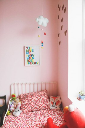 Skye Parrott home - Chambre de fillettes bohème #rose #drap #fleurs