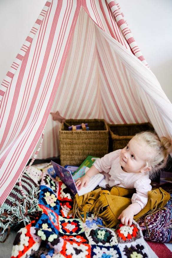 Inside Caleb and Tess Guinery's home in the northern beaches of Sydney || Chambre d'enfant avec tipi bohème
