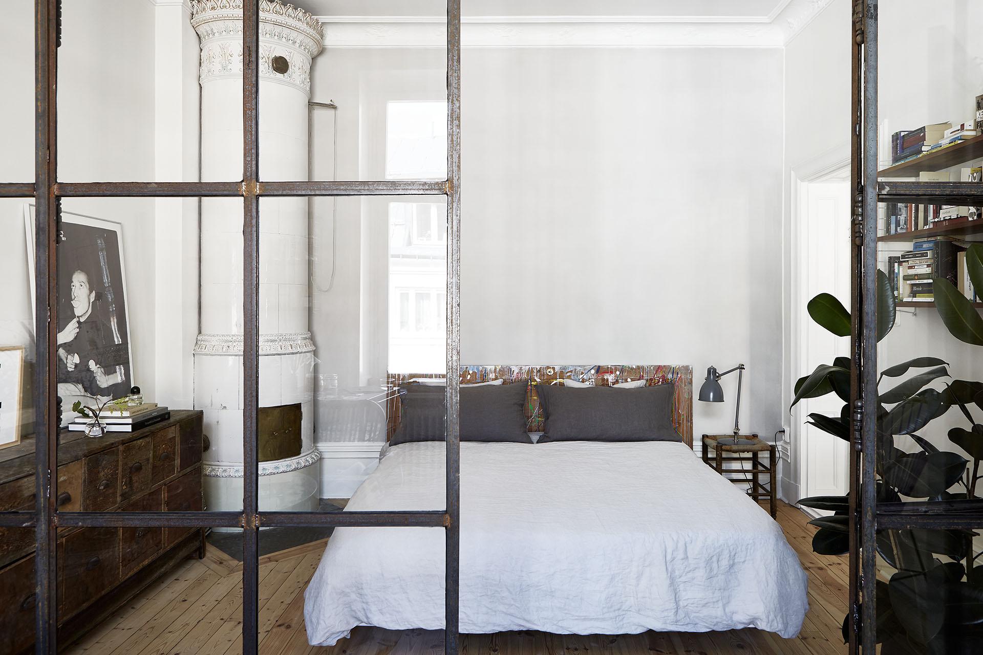 Un appartement à l'ambiance d'atelier à Stockholm via Fantastic Frank