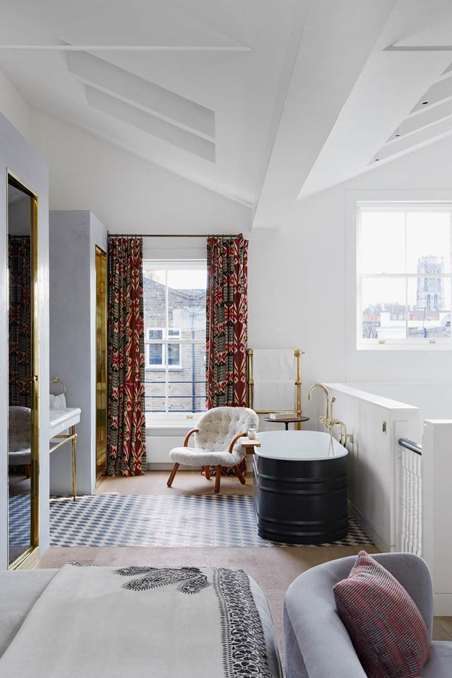 La salle de bain se met en scène || L'intérieur de Suzy Hoodless-Hackett-Holland à Notting hill