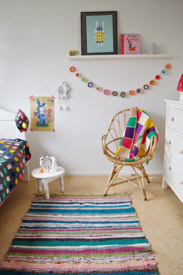 via le blog de wimketolsma - Chambre bohème minimale #crochet #couverture