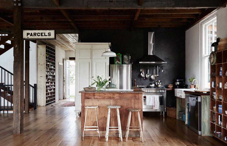 La maison de bric et de broc d'Anna et Andrew Swain en Australie || #cuisine #industrielle
