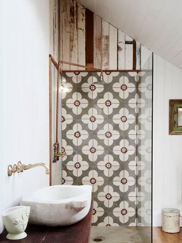 La maison de bric et de broc d'Anna et Andrew Swain en Australie || #douches #carreaux de#ciment
