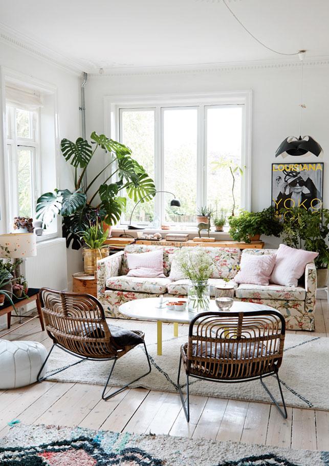 La maison de Dorthe Kvist || #canapé à fleurs