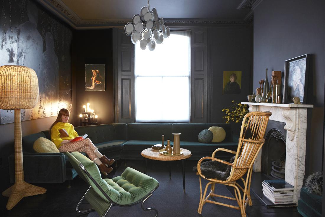 La maison de Jo et Graham Atkins-Hughes à Londres || #salon #noir #seventies