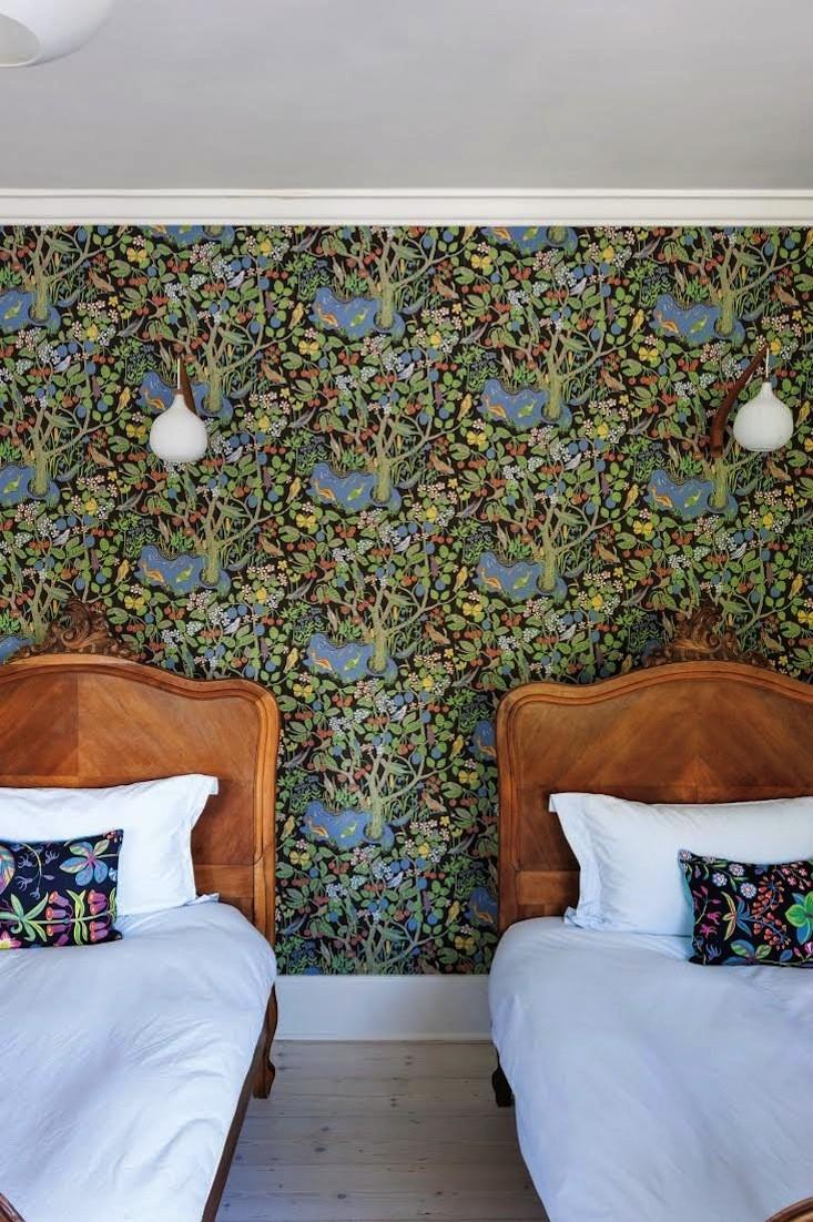 La maison de la designer Michelle McKenna à Londres || #papier-peint #Josef #frank