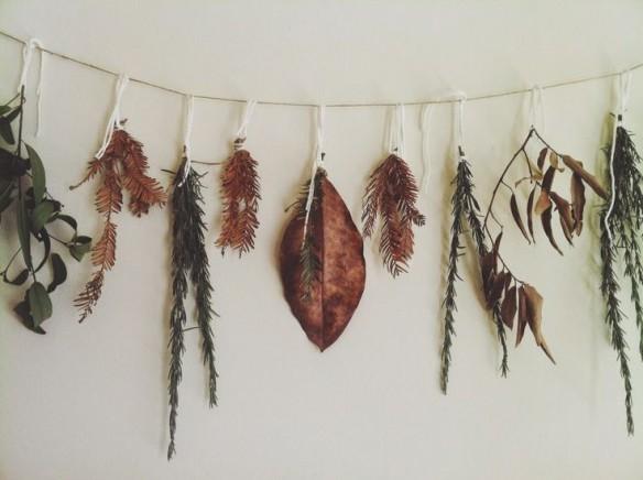 Inspiration et décoration d'automne | La guirlande de feuilles mortes par TLV Birdie