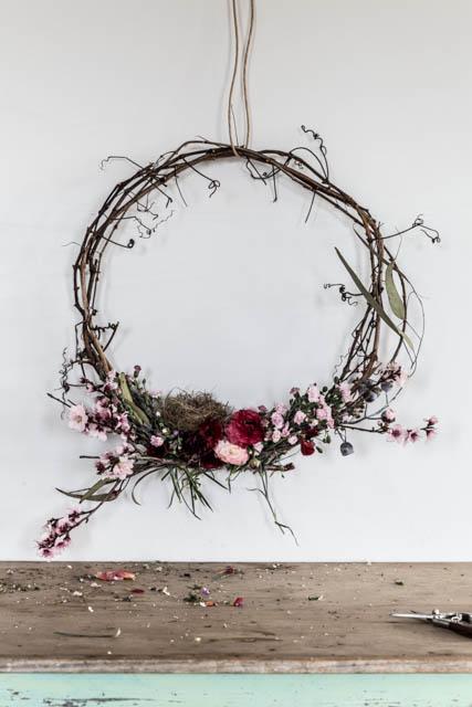 via le blog lifestyle d'Annabelle Hickson : the-dailys.com || #couronne de #fleurs