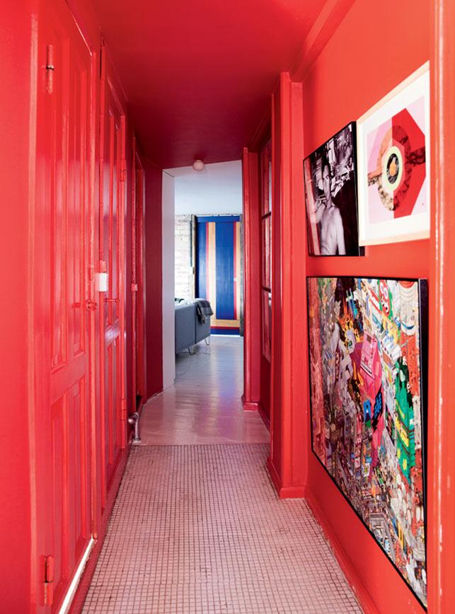Un appartement à Copenhague sous les toits || #couloir #rouge