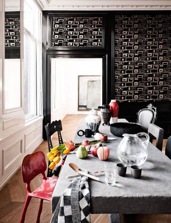 Mix and match de chaises dépareillées pour salle à manger baroque