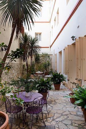 Emilie Chicheportiche - Hotel L' Orque Bleue à Sète