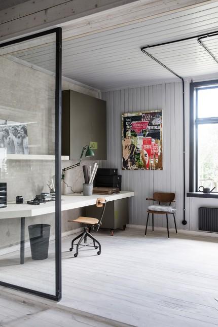 Une maison classique suédoise à l'intérieur industriel
