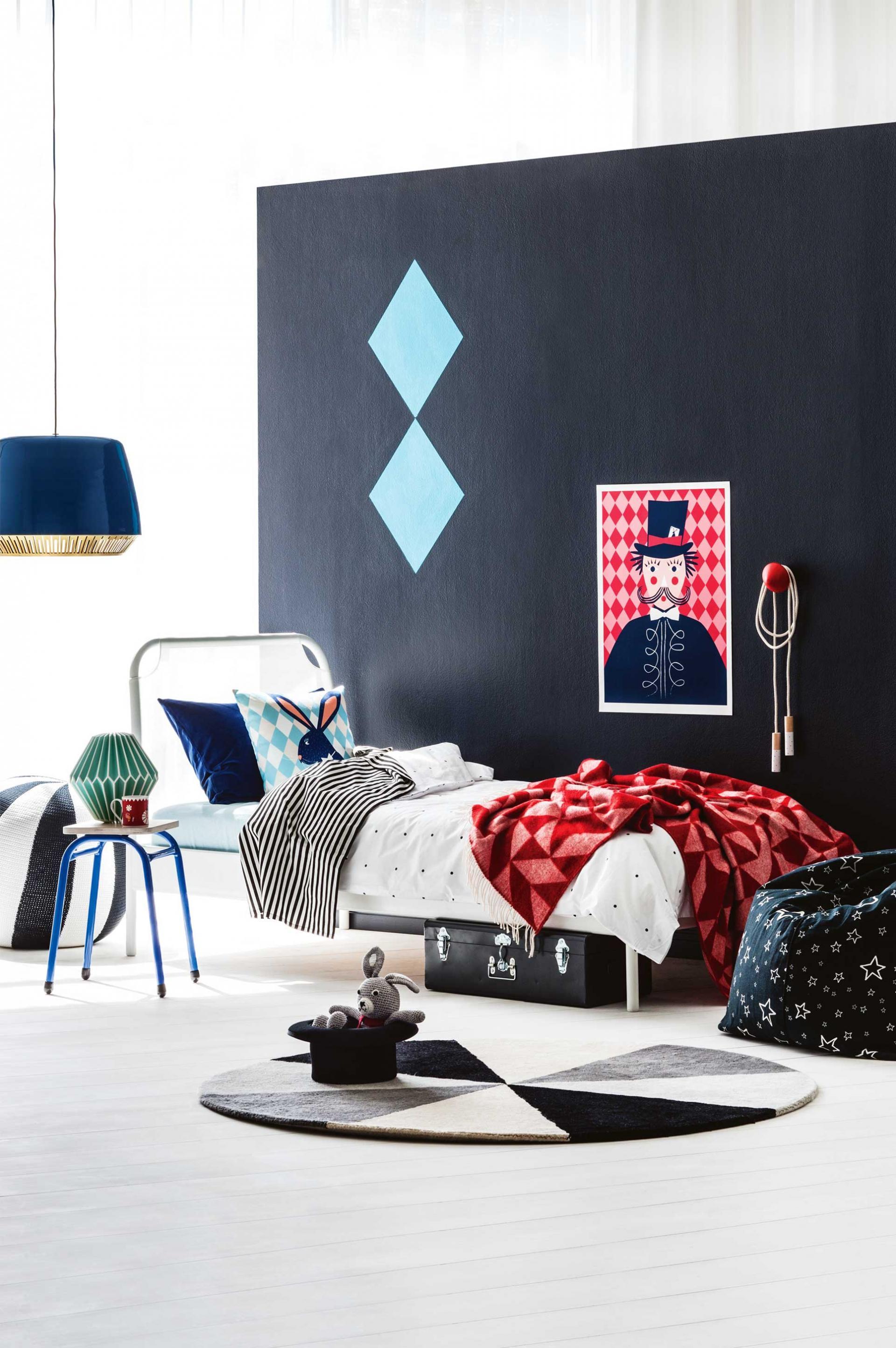 Chambre sur le thème du cirque avec un panneau noir