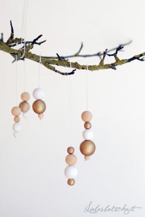 Déco de Noël en perles blanches - roses - dorées par liebesbotschaft