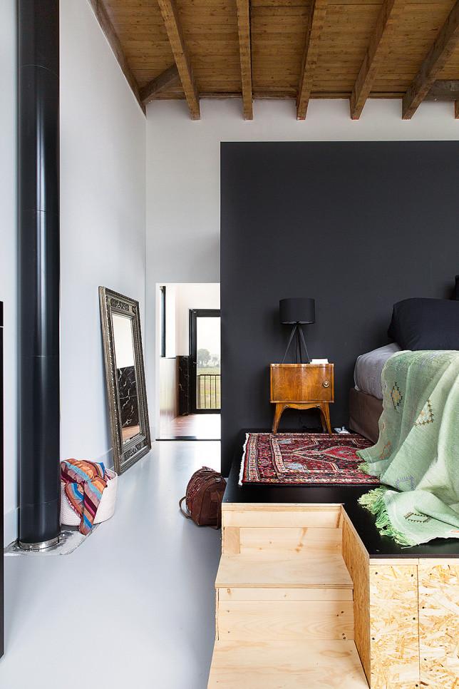Lieu atypique : Rénovation d'une ancienne école aux Pays Bas || Chambre avec lit sur estrade