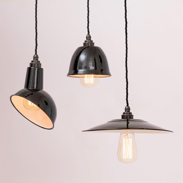 Boutique Le Petit Florilège - Styling avec suspensions en métal noir