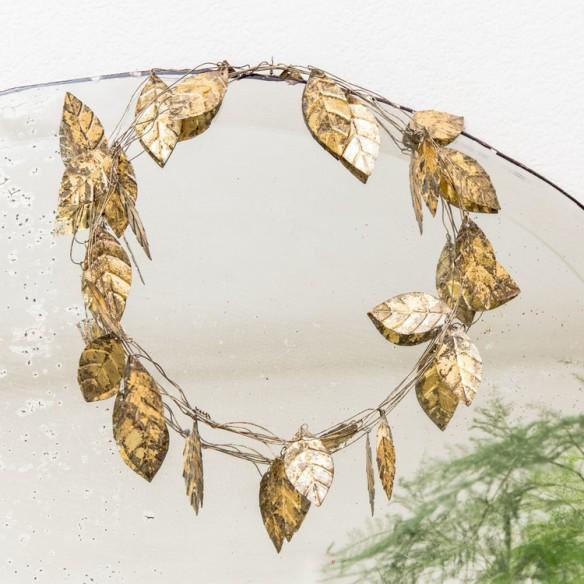Boutique Le Petit Florilège - Styling avec miroir et couronne de feuilles dorées
