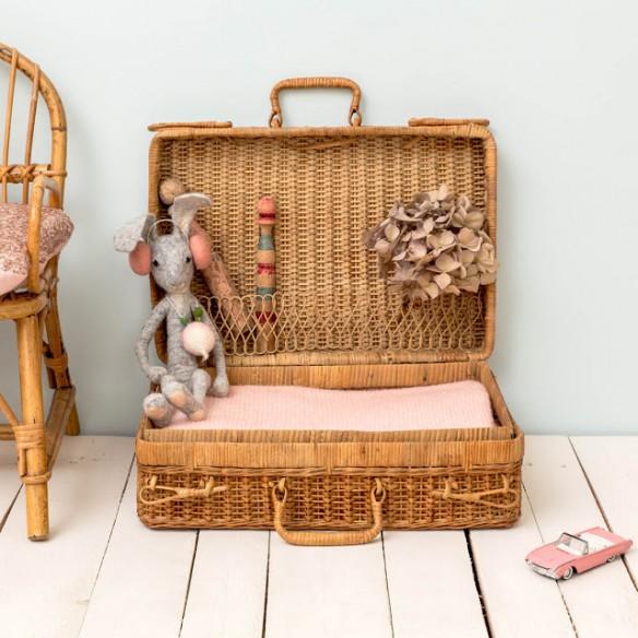 Boutique Le Petit Florilège - Styling avec valise en rotin