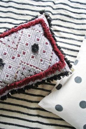 Chambre ethnique en noir et blanc de style scandinave marocain - Marij Hessel blog My Attic