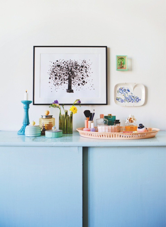 Pantone 2016 Rose Quartz et Bleu Sérénité || Buffet bleu et accessoires roses