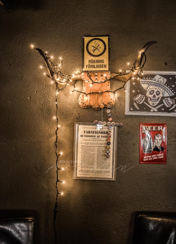 Lumière de Noël || Guirlande de Noël dans un bar appelé Garage