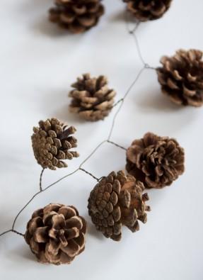 Décoration de noël naturelle à fabriquer || DIY une couronne de pommes de pin