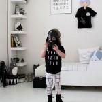 Une chambre d'enfant en noir et blanc
