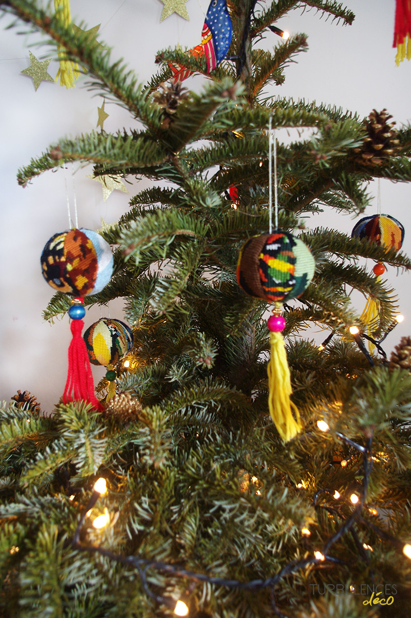 Turbulences déco - Décorations de Noël maison - DIY boules de Noël en canevas