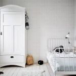 Chambre d'enfant monochrome blanche