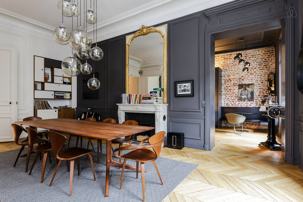 Id es d co des moulures et boiseries noires for Decoration interieur appartement haussmannien