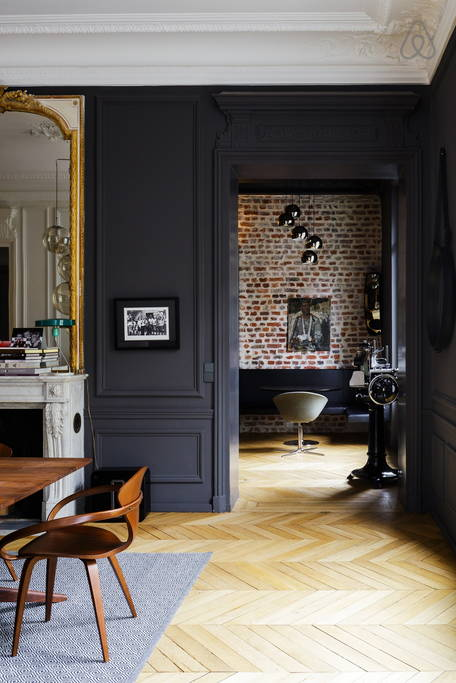 Id es d co des moulures et boiseries noires for Decoration interieur haussmannien